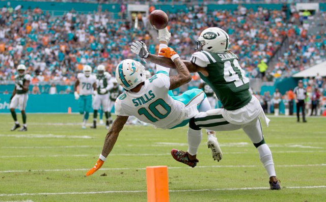 Miami Dolphins wide receiver Kenny Stills (10) battles for a ball against New York Jets cornerback Buster Skrine (41) in the first quarter at Hard Rock Stadium in Miami Gardens on October 22, 2017. Stills made the catch on his back. (Allen Eyestone / The Palm Beach Post)